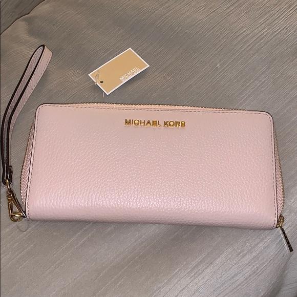 Michael Kors Handbags - Michael Kors Jet Set Continental Wallet Wristlet